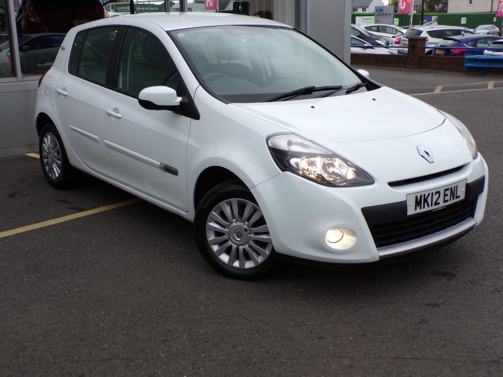 renault clio 1 2 16v i music 5dr 2012 in braintree essex gumtree. Black Bedroom Furniture Sets. Home Design Ideas