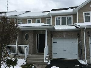 3 BED w/ FINISHED WALK-OUT BASEMENT! 1544 Crimson Cr