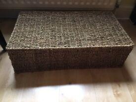 Storage basket/hamper with lid. Large size