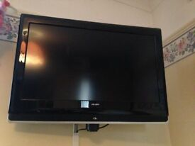 flat screen bush 26 inch colour tv with remote.