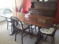 Jaycee dinning room oak table and 6 chairs