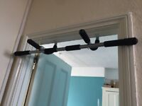 Chin Up Bar, non-permanent that rests on doorframe (good for floor dips and pushups too)