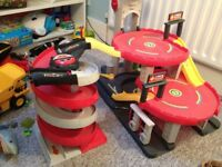 ELC City Car Garage with Additional Ramp - great condition
