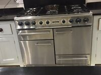 Perfect condition oven and large cookerhood