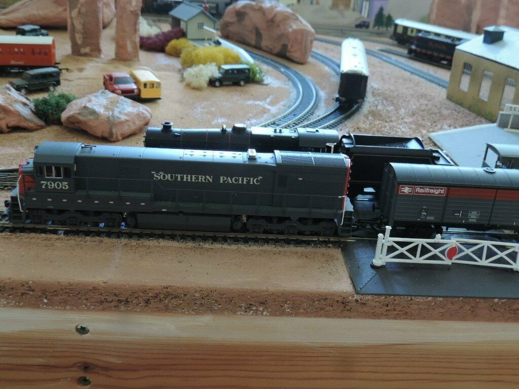 Digital 8x4 OO Gauge Layout Model Train Set  Consisting of 4 trains and 2  tracks | in Felixstowe, Suffolk | Gumtree
