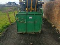 Large iae calf dehorning vaccination crate crush has rear holding handle in great condition