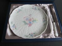 Aynsley Cake Plate and Serving Knife - Design Little Sweetheart