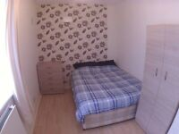 ** MUST GO NOW!!! HUGE ROOM IN POPLAR / WALK TO CANARY WHARF E14