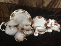 Royal Albert crockery (Country Roses) mint condition of assorted items