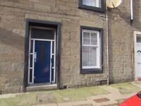 One bedroom flat in Fort Street, Broughty Ferry. Unfurnished.