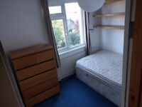Double Bedroom, in Very Large 3 Bedroom House (Brixton/Clapham border) SW2 5DL