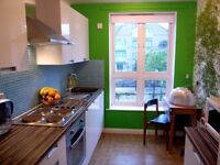 Stylish & light-filled 2-bed flat, 2 mins walk from Canada Water tube
