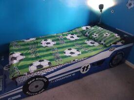 Kids racing car bed frame £20