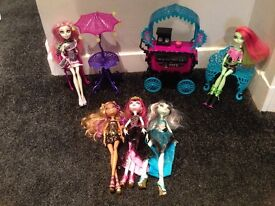 Monster high cafe and dolls