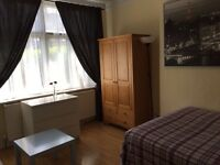 DOUBLE ROOM SHORT TERM ALL INCLUDED. VERY CLOSE TO COLLIERS WOOD STATION