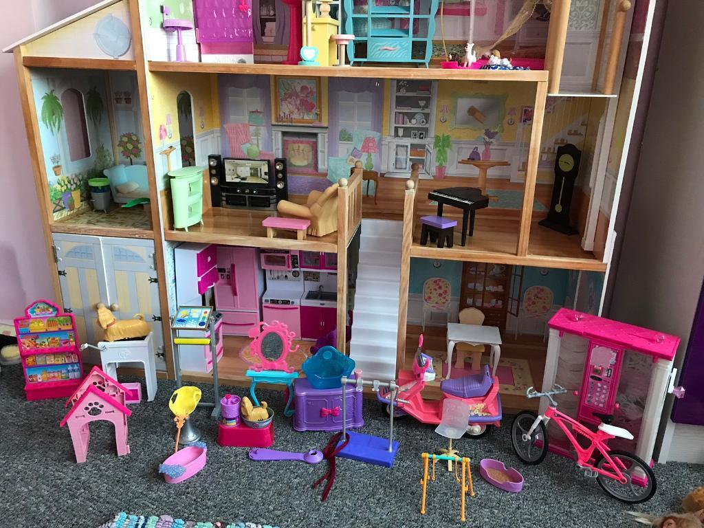 Large Dolls House Furniture Barbie Dolls And Lots Of Accessories In