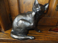 Cat Scratching – Frith Sculpture HORATIO by Paul Jenkins in cold cast bronze - S067