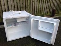 Lec small bar fridge