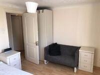 Short/Long Let - Big Double Room on Isle of Dogs £100 off first month!!!