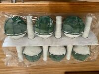 Bouquet/posy holders in green/white for flowers or table centre arrangements