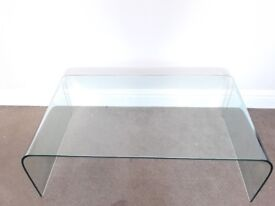 Glass coffee table with curved edges