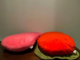 Meykrs cushions in good condition