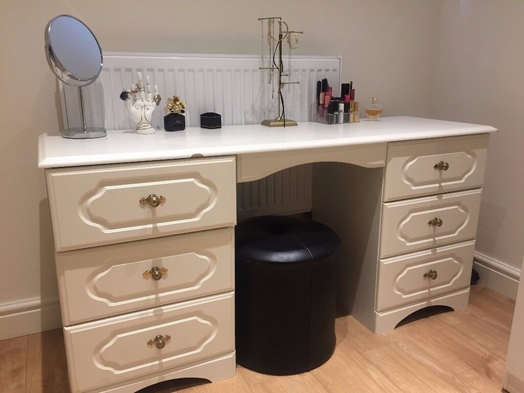 White Vanity/Make-up Desk