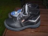 POWERFIX safety boots size 7(41) steel toe/sole £15