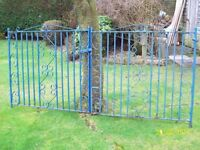Steel gates to fit opening 2.540m ( 8ft 4in )
