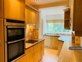 3 bedroom house in Gubbins Lane, Romford, RM3 (3 bed) (#1092336)