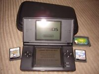 NINTENDO DS LITE BLACK WITH CHARGER AND GAMES