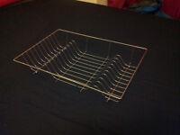 Free metal dish rack for draining board