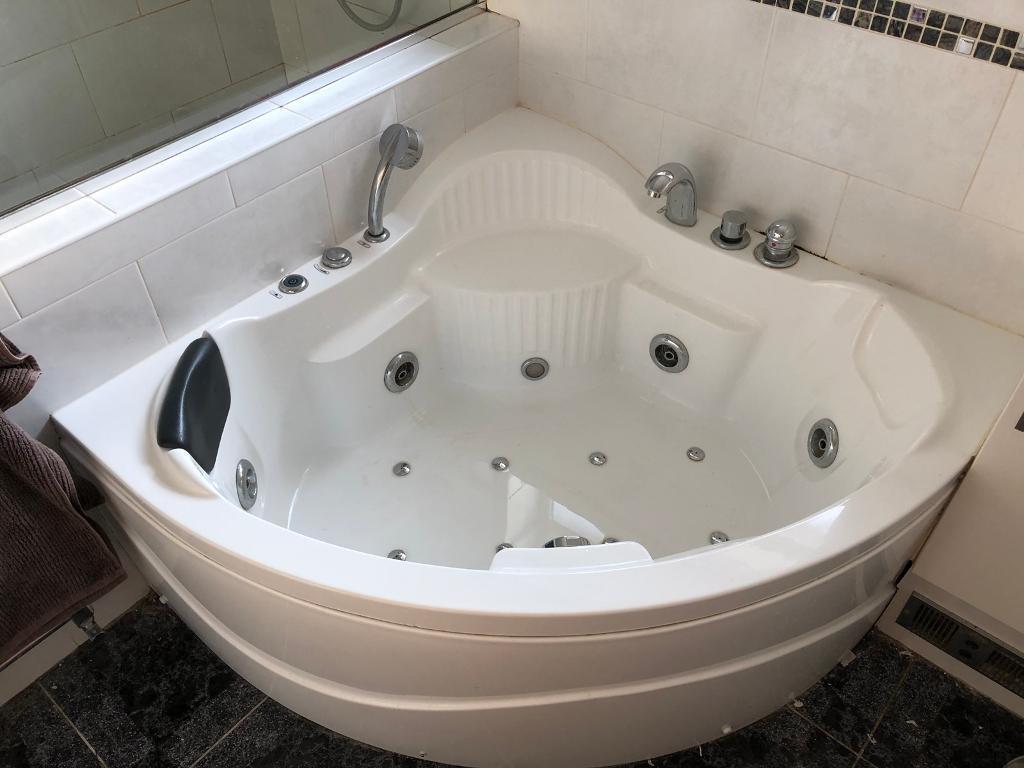 Corner Jet Spa Bath LED 120 x 120 cm Whirlpool | in Newcastle-under ...