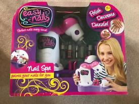 GIRLS EASY NAILS ..NAIL SPA NEW IN BOX