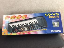Keyboard - Casio Musical Information System battery operated