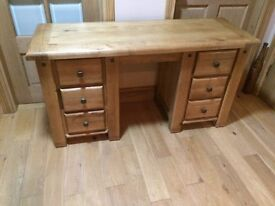 GORGEOUS solid oak dressing table BELFAST NEWCASTLE can deliver if required bedroom livingroom mint