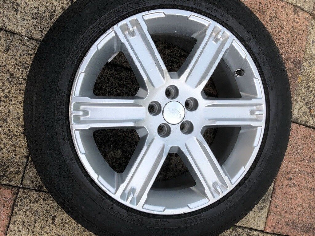 "Range Rover Evoque 19"" Alloy Wheel and Tyre 