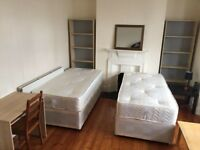 Very LARGE TWIN ROOM close to City and Central London available today, cleaner