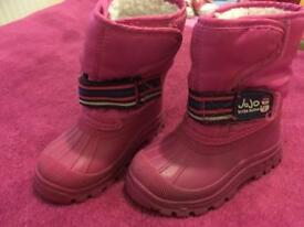 Snow boots size 6 child
