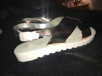 Women's BRAND NEW Size 7 Metallic Gold Sandals