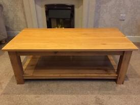 Oak coffee table - very solid piece of furniture