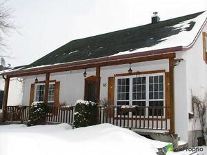210 000$ - Maison à un étage et demi à vendre à Chicoutimi Saguenay Saguenay-Lac-Saint-Jean image 2