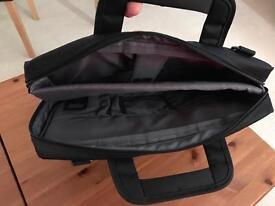 Laptop carry case padded pockets