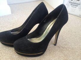 Ladies fashion platform heel shoe size 5, black suede effect. Great condition