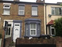 5 bed House to rent. 7 minutes to Leyton by bus.