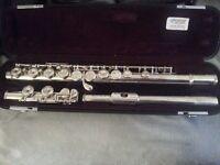 311 Yamaha Silver Head Flute + Stand