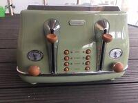 DELONGHI - 4 Slice Toaster - Olive Green
