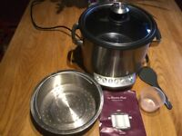 Rarely used slow cooker, easy to use and clean, with Heston Blumenthal cook book.
