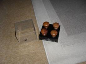 20no Antique Pine Cabinet/Door Knobs