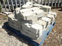 600 kg of reinforced concrete blocks